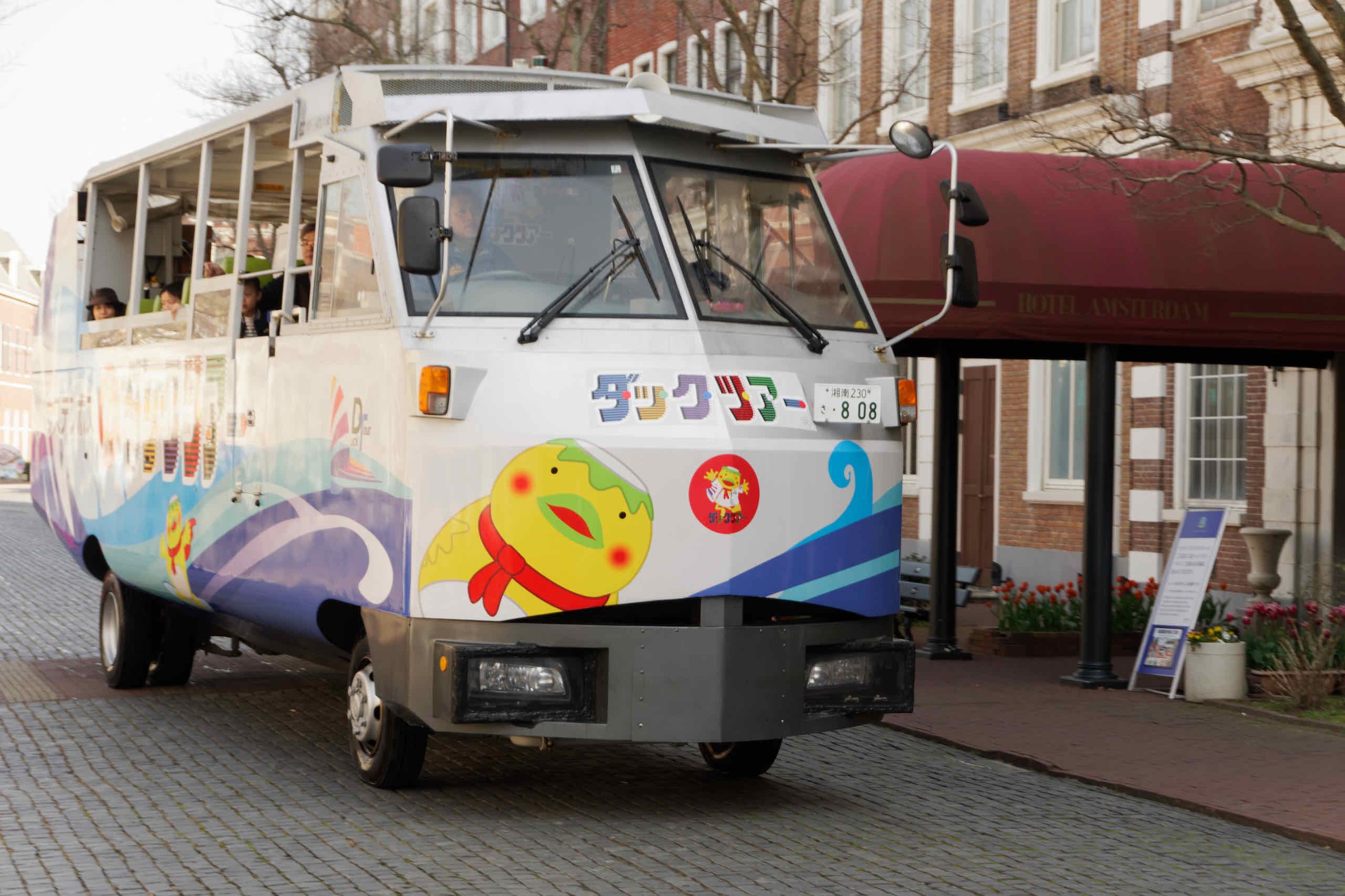 duck tour bus