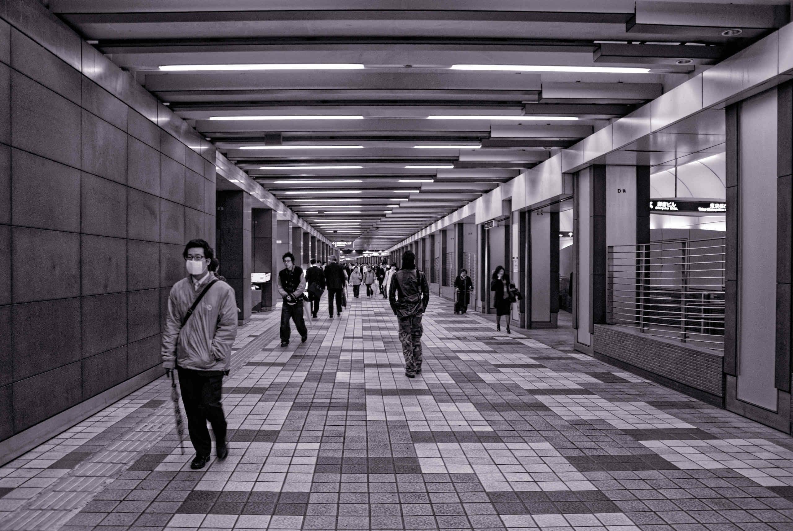 underground mall underneath chuo doori (中央通りの地下街で)